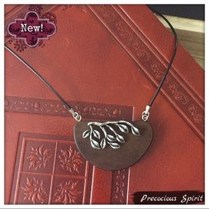 Jewelry - Simple natural wood half metal ivy detail necklace